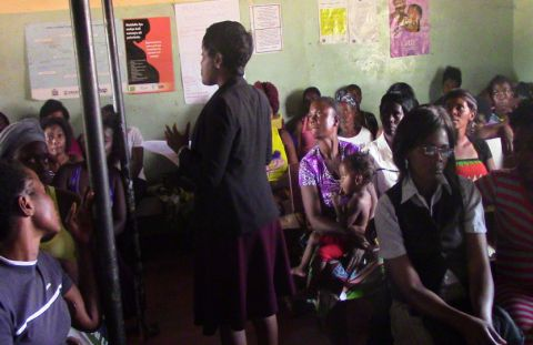 VAREN demonstrates to mothers-to-be about handwashing